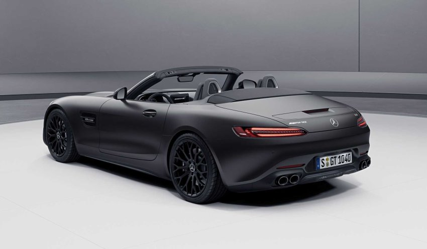 نمای عقب مرسدس بنز AMG GT مدل 2021 رودستر