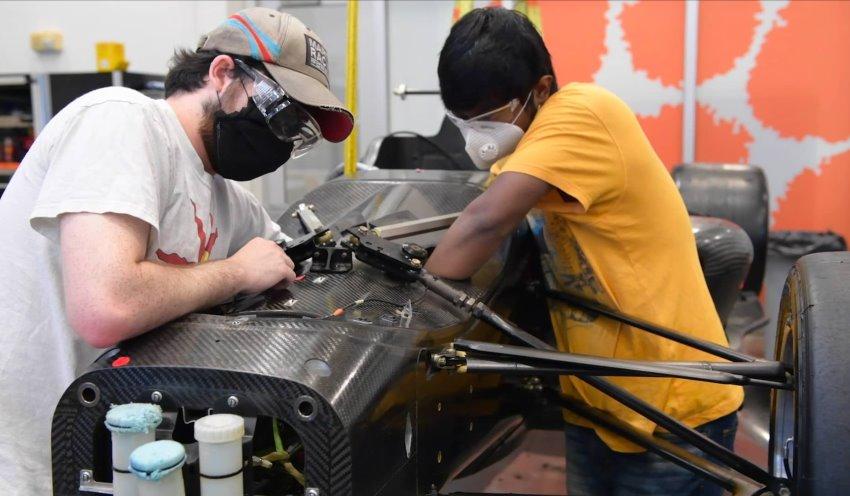 مراحل تولید خودروی مسابقه ای خودران Indy Autonomous و دالارا
