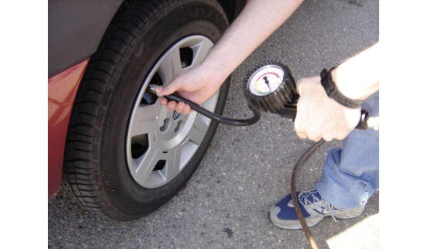 تنظیم باد لاستیک خودرو