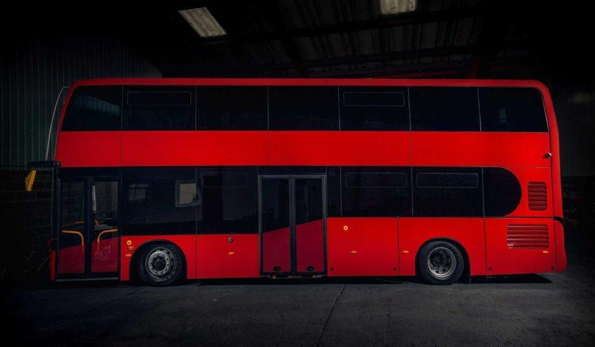 نمای جانبی اتوبوس الکتریکی Jewel E